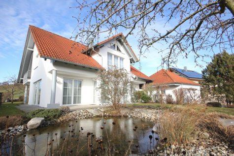 Hochwertig und modern ausgestattetes Einfamilienhaus mit Doppelgarage in ruhiger Ortsrandlage!, 72415 Grosselfingen, Einfamilienhaus