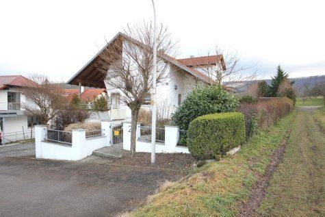 Massiv gebautes Einfamilienhaus mit Doppelgarage, EBK, Sauna und Galerieambiente am Ortsrand!, 72116 Mössingen, Einfamilienhaus