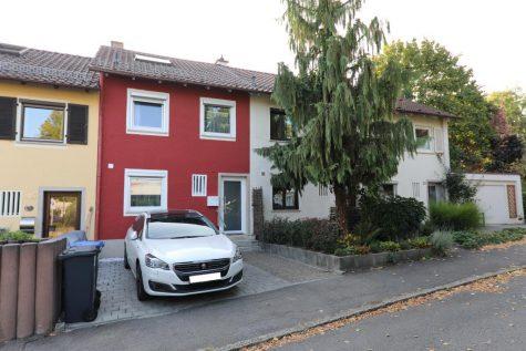Renoviertes Reihenmittelhaus mit Garage und Außenstellplatz in ruhiger Lage von Reutlingen, 72760 Reutlingen, Reihenmittelhaus