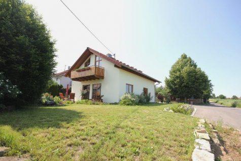 Das gepflegte und solide gebaute Einfamilienhaus mit Garage am Ortsrand und herrlichem Weitblick, 72768 Reutlingen, Einfamilienhaus