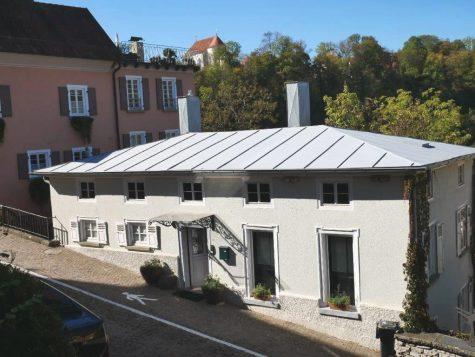 Stadthaus in unverbaubarer Aussichtslage mit wildromantischem Naturgartenambiente und vielen Details, 72401 Haigerloch, Einfamilienhaus