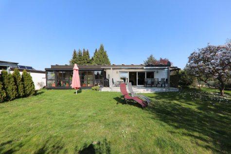 Bungalow mit Einliegerwohnung, Garage und Carport in sehr schöner Wohnlage von Rottenburg-Hailfingen, 72108 Rottenburg, Bungalow