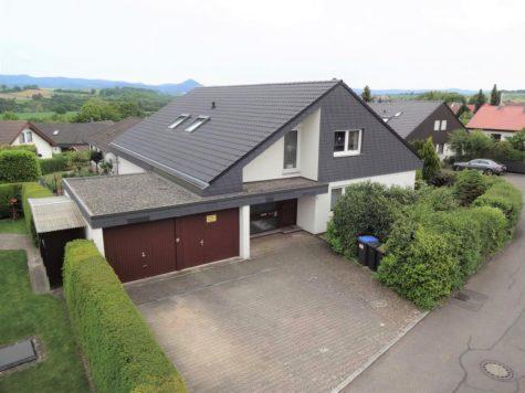 …das solide gebaute Zweifamilienhaus mit Keller und Doppelgarage in sehr guter Wohnlage, 72124 Pliezhausen, Zweifamilienhaus