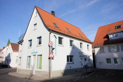 Das im Ortszentrum stehende Gebäude mit attraktiven Möglichkeiten für Menschen mit guten Ideen!, 72127 Kusterdingen, Einfamilienhaus
