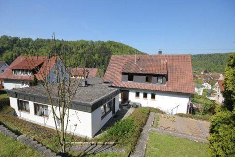 Die Lage! Die Aussicht! Die Möglichkeiten! Das große Wohnhaus mit Bungalowanbau und 2 Garagen, 72401 Haigerloch - Bad Imnau, Zweifamilienhaus