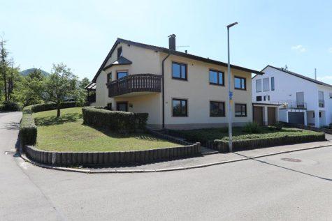 Zweifamilienhaus – Aussichtsreich Wohnen in Bestlage von Gönningen, 72770 Reutlingen, Zweifamilienhaus