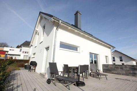 Modern ausgestattetes Einfamilienhaus mit vielen Details und Extras in sehr schöner Ortsrandlage, 72379 Hechingen-Sickingen, Einfamilienhaus