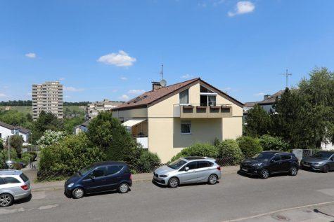 2,5-Zimmer-Wohnung mit Balkon, Außenstellplatz und schöner Aussicht, 70469 Stuttgart, Dachgeschosswohnung