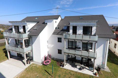 Wunderschöne neuwertige und barrierefreie Dachgeschosswohnung mit Balkon, Bühnenraum und Weitblick, 72770 Reutlingen, Dachgeschosswohnung