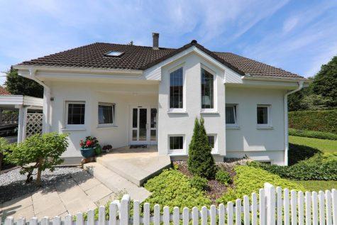 Traumhaus mit Carport und Sauna in sehr schöner und ruhiger Wohnlage von Lichtenstein, 72805 Lichtenstein, Einfamilienhaus